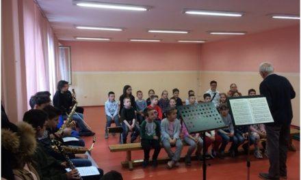 """Мали концерт за малишане из ОШ """"Соња Маринковић"""" у Земуну"""